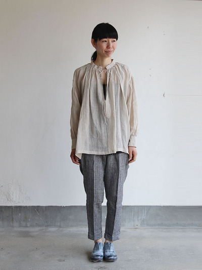 String gather blouse/ Tapered pants 2