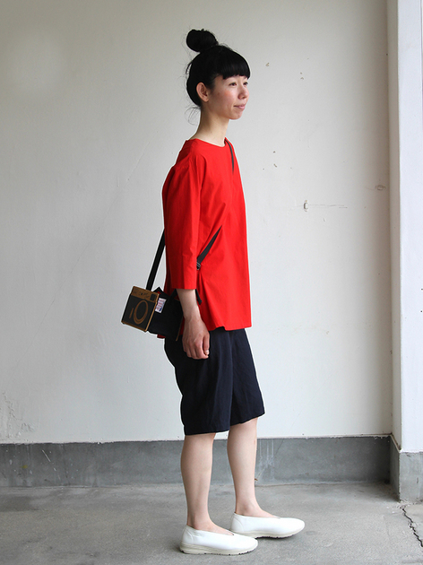 Big tuck blouse / Short Chinos 2