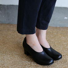 Crew neck slip on blouse / Simple easy tapered pants / Doll slippers Ⅳ