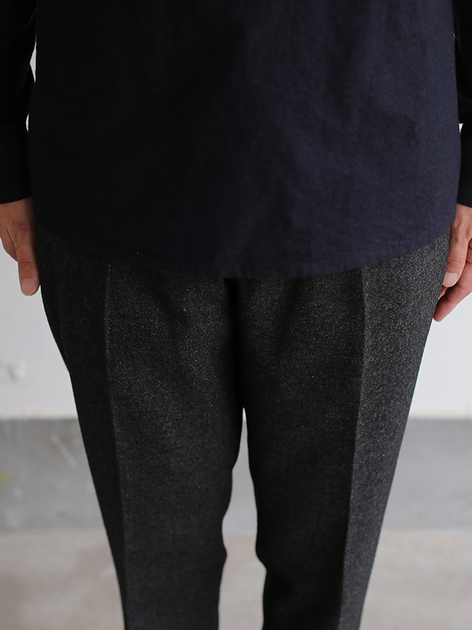 Crew neck slip on blouse / New tapered pants~yak 5
