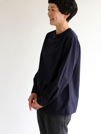 Crew neck slip on blouse / New tapered pants~yak 1